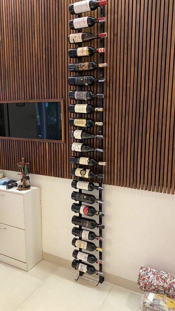 Kệ sắt đựng nhiều chai rượu vang